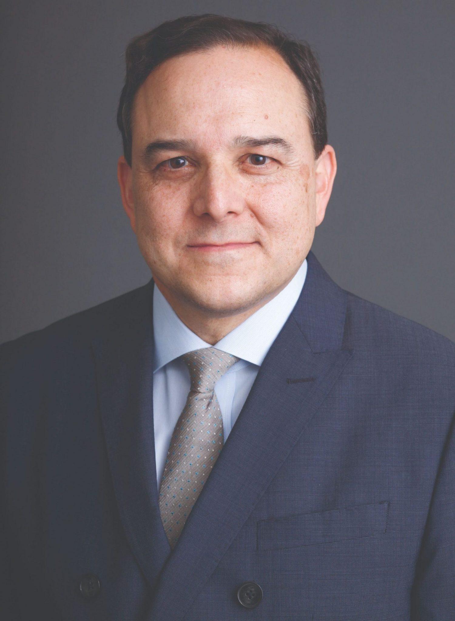 Professor Carlos Vazquez Headshot