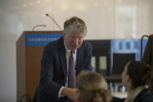 Manhattan DA Cy Vance (L'82) introduces himself to students at a luncheon career event sponsored by the Office of Public Interest and Community Service on March 20.