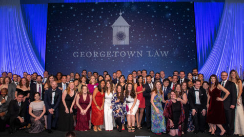 The Georgetown Law Class of 2009 poses for a class photo!